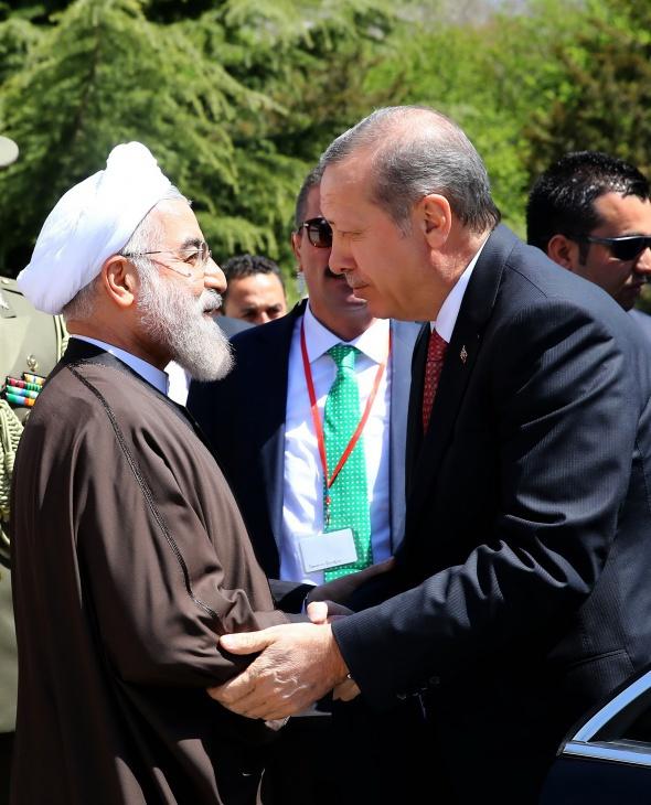 Erdoğan, İran'da resmi törenle karşılandı
