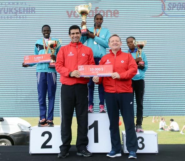 Maratona Kenyalı atletler damga vurdu