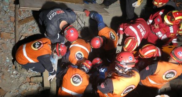 Türk Arama Kurtarma Ekibi GEA Nepal'de 2. kazazedeyi kurtardı