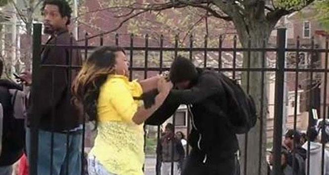 Gösterilere katılan oğlunu döve döve eve götürdüFreddie Gray,ırkçı cinayetler