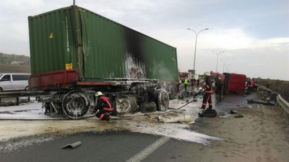 TEM Otoyolu'nda TIR kazası