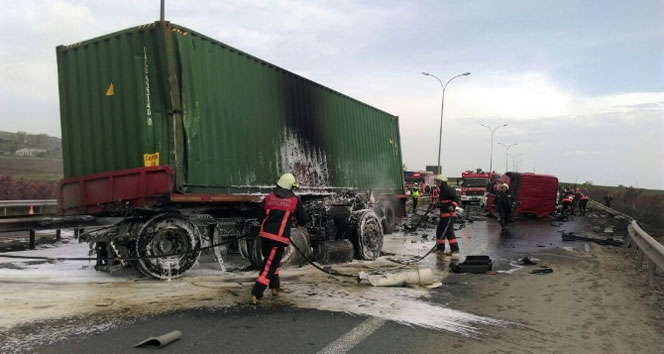 TEM Otoyolu'nda TIR kazasıtem otoyolu,tem otoyolu kaza,TIR kazası
