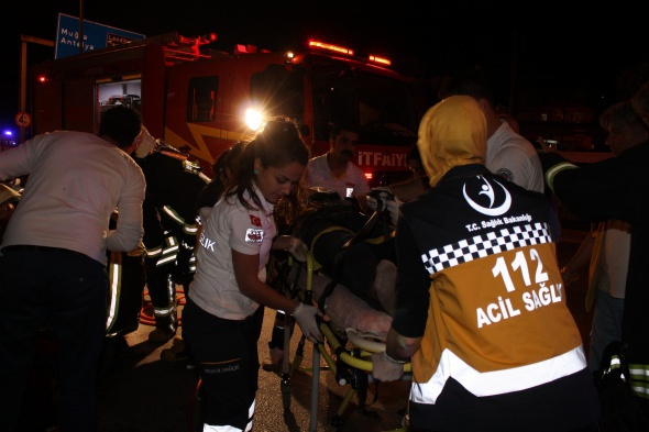 TIR'ın altında 70 metre sürüklendiler: 3 ölü 3 yaralı!