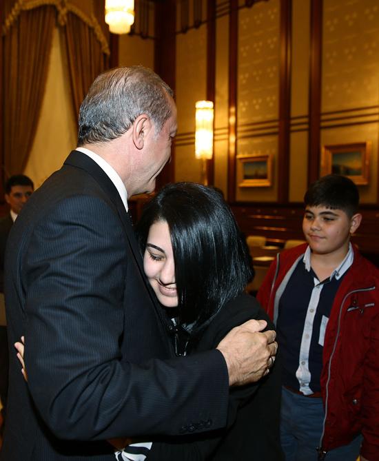 Cumhurbaşkanı Erdoğan, Özgecan Arslan'ın ailesini kabul etti
