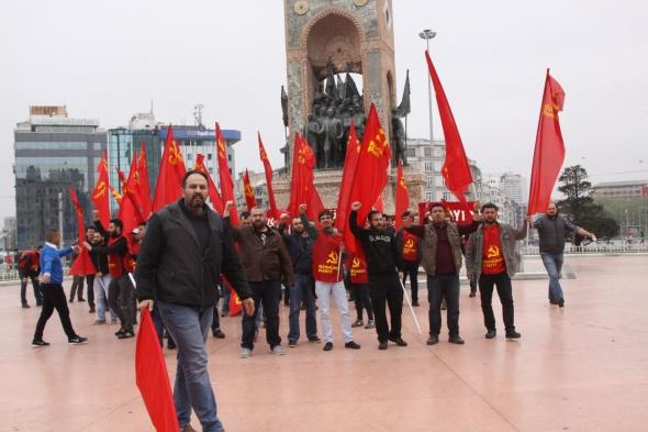 Taksim Meydanı'na çıkan TKP'li gruba polis müdahalesi!