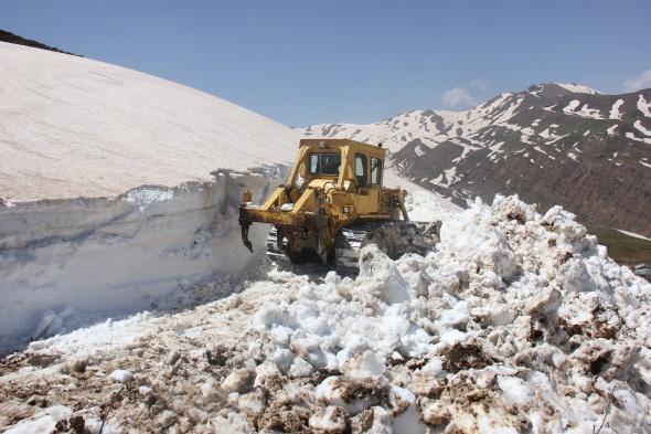 Bingöl'de Mayıs ayında 5 metre kar
