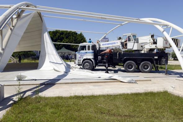 34 milyon lira harcanan Deniz Park'ın yıkımına başlandı