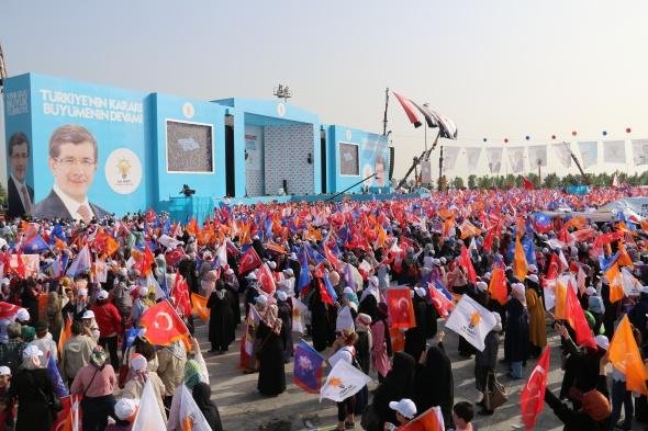 Davutoğlu: 'Türkiye'ye bir Sisi arıyorlar'